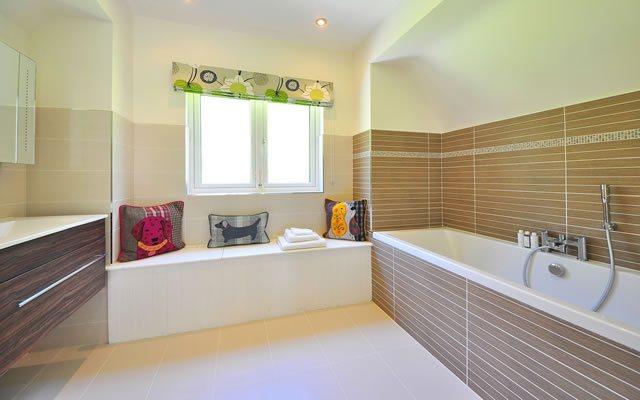13eeadc496ea Základ každej kúpeľne tvoria obklady a dlažby a základ očipriťahujúceho  obrazu tvorí správna kombinácia farieb alebo správny kontrast.